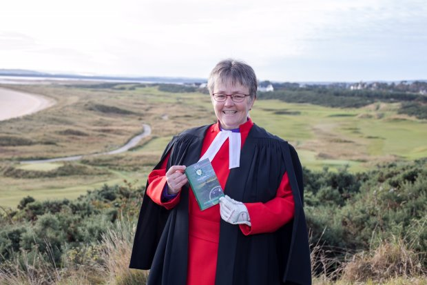 Rev Susan Brown holding the course guidebook (Paul Campbell/Church of Scotland) Photo: Paul Campbell.
