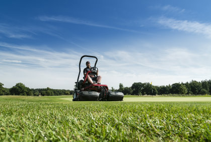 Ian Hockley, course manager at Royal Ascot on the ToroGreensmaster 3250-D, which is also part of the club's lease agreement