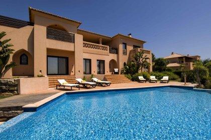 Luxury 4-bedroom villa at Amendoeira