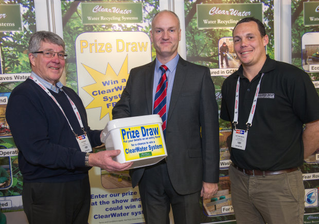 BIGGA's Jim Croxton with Highspeed's David Mears (left) and Matthew Mears (right) pulls out the winning entry