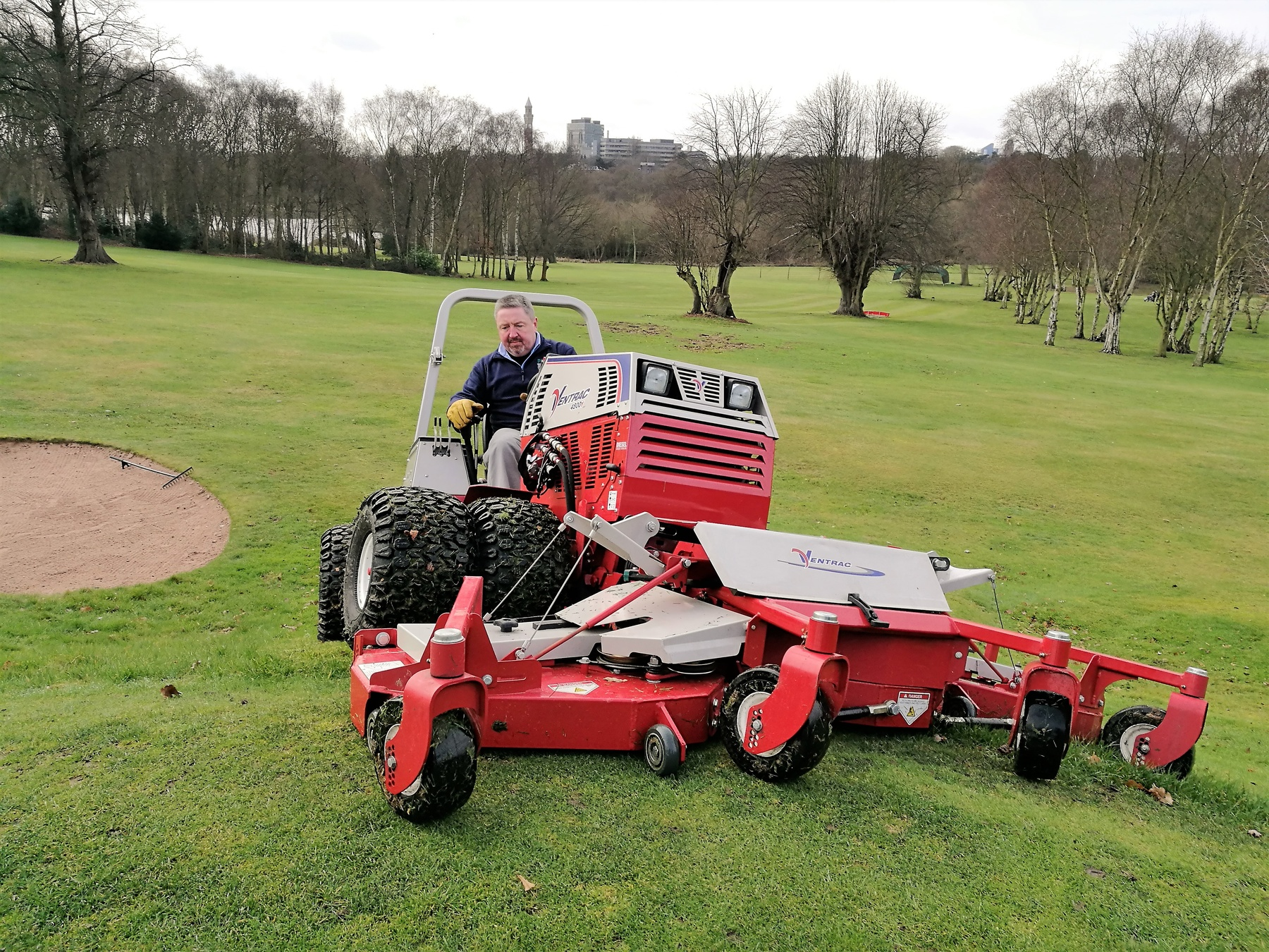 The Ventrac with contour deck proved equal to the slopes and undulations at this golf course in the West Midlands
