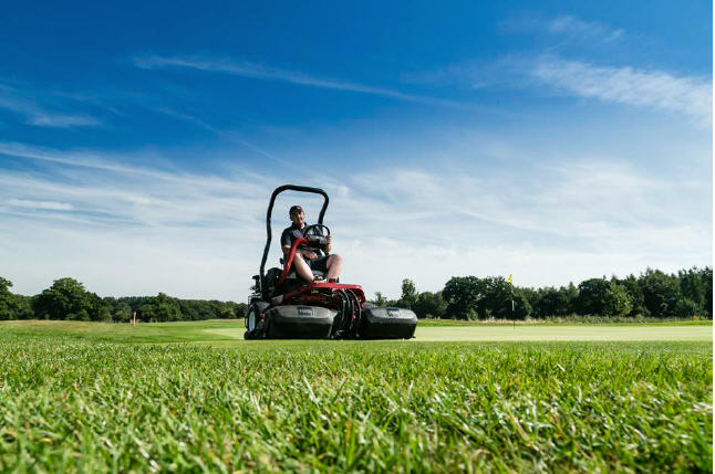 Ian Hockley, course manager of Royal Ascot on the Toro Greenmaster 3250-D, which is also part of the club's lease agreement